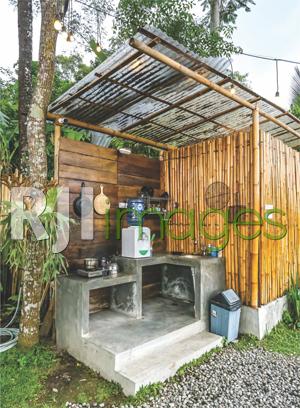 Area pantry berkonsep semi-outdoor