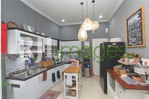 Dapur utama dengan fasilitas modern