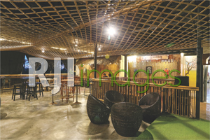 Furnitur kayu & aplikasi dekorasi bambu hadirkan kesan etnik