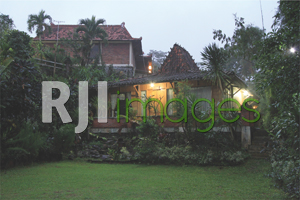 Joglo Villa dengan nuansa natural nan kental