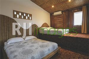 Kamar tidur dengan fasilitas king size double bed
