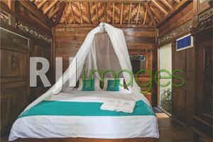 Kamar tidur utama rumah Geladak bergaya klasik