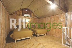 Lantai atas kamar tipe family dengan twin bed