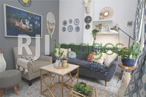 Ruang tamu dengan dekorasi bernuansa chic