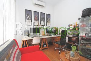 Studio kerja bernuansa simpel & cozy