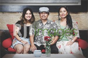 Timboel Raharjo dan Ani Faiqoh bersama putrinya